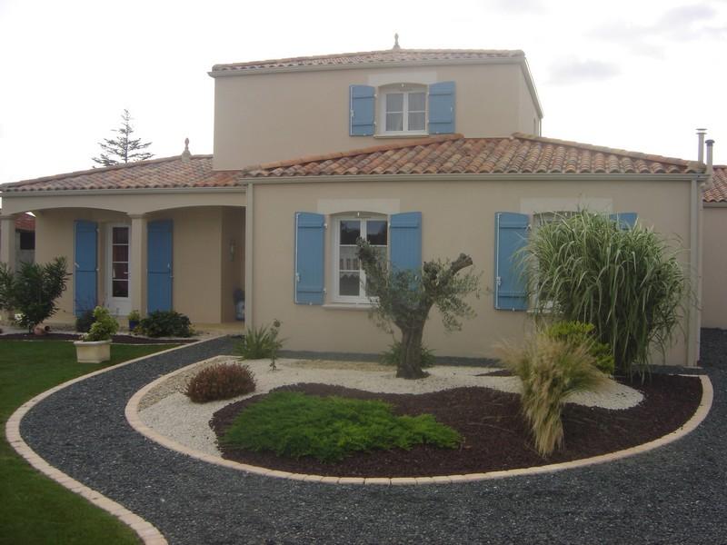 Maison à étage toiture 4 pans